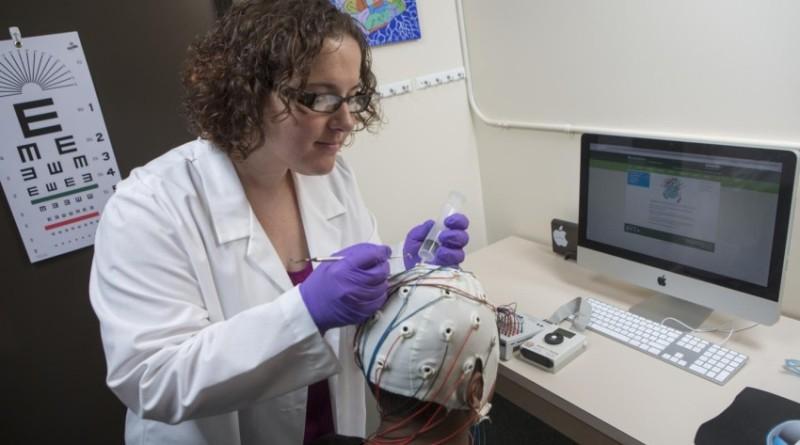 Brainprint: Sarah Laszlo, an assistant professor of Psychology, in her laboratory (Jonathan Cohen, Binghamton University photographer)